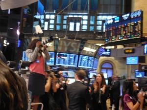 Das Läuten der NYSE-Eröffnungsglocke wird von Beifall begleitet