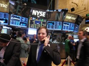 Eine Order an der NYSE aufgeben? Alois Alexander versucht sich als Händler an der NYSE.
